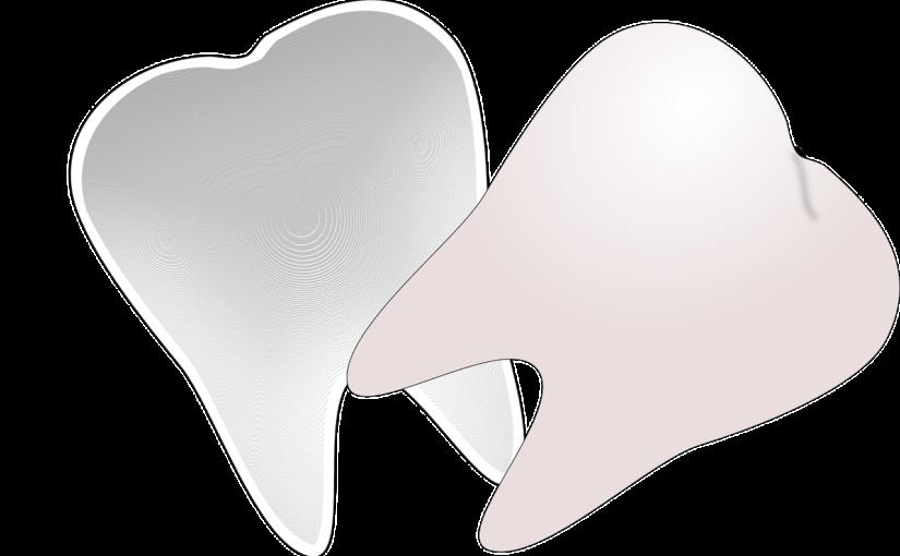 Śliczne zdrowe zęby również świetny przepiękny uśmieszek to powód do dumy.